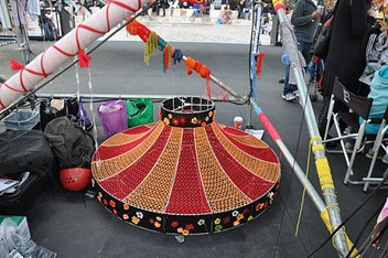 Yarn lampshade
