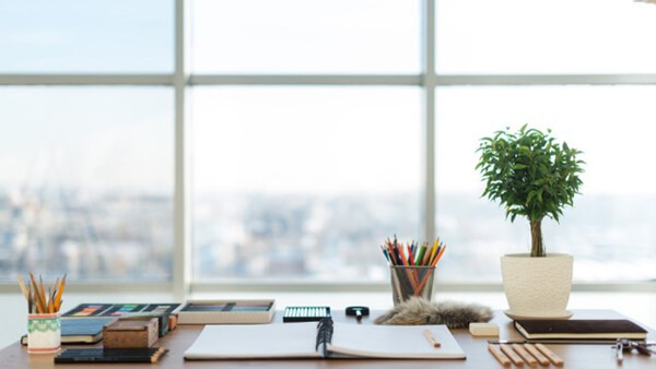 Organize desk & optimize your environment