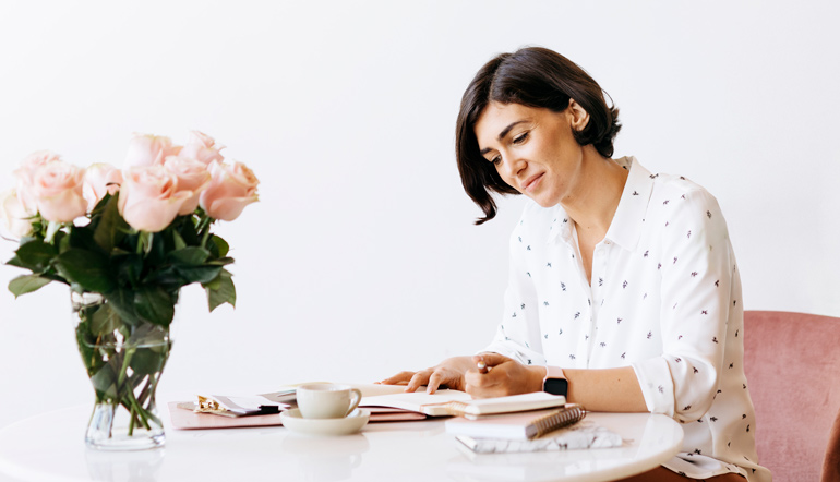 Business woman making a plan on a notebook